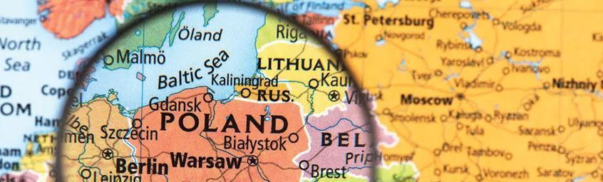 Luźne Gatki – Tymczasem w Polsce